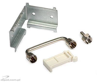 Widok akcesoriów dołączonych do urządzenia - mostek połączeniowy, rezystor obciążeniowy, uchwyt do bezpośredniego montażu urządzenia na ścianie oraz element dystansujący wzmacniacze względem siebie